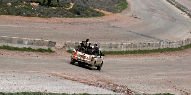 المجموعات المسلحة تمنع خروج المدنيين من معبر ترنبة سراقب