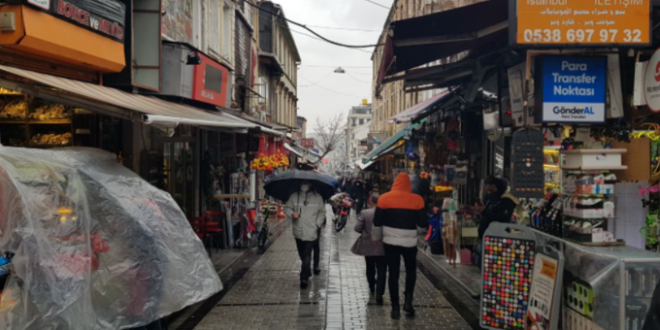 """""""كأننا في البلد"""".. سوريون يستنسخون حاراتهم في قلب إسطنبول النابض"""