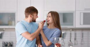 7 طرق لتجعلي زوجك مغرماً بكِ