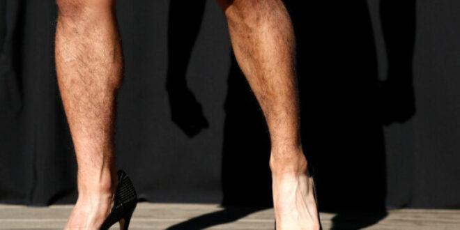 خبير تجميل لبناني يرتدي كعباً عالياً ويُثير الجدل