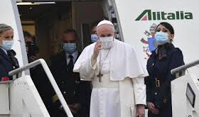 البابا فرنسيس يصل إلى بغداد في زيارة تاريخية