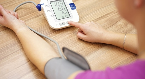 طريقة فعالّة لقياس ضغط الدم في المنزل وبدون جهاز!