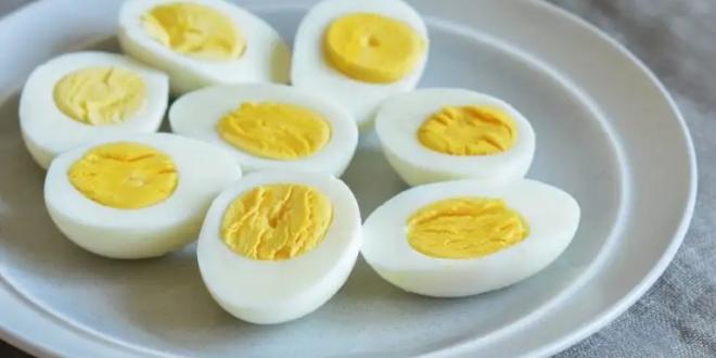 لن تصدق.. سبب مدهش يدفعك لوضع صودا الخبز أثناء سلق البيض