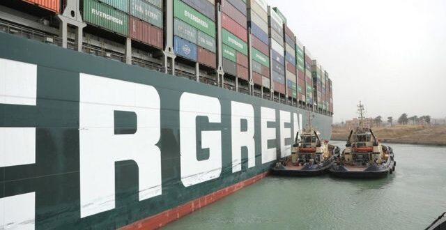 """الكشف عن السبب الحقيقي لانحراف سفينة """"إيفر جيفن"""" بقناة السويس"""
