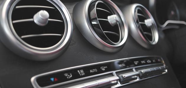 هل تعاني من رائحة عفونة من مُكيف السيارة.. هذا السبب