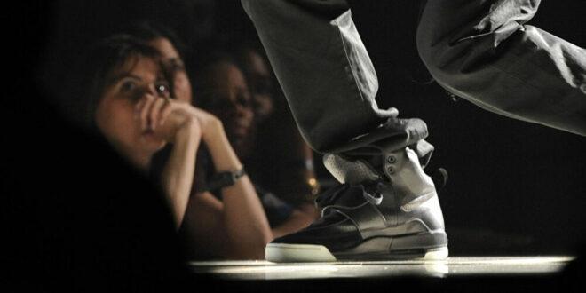 حذاء رياضي يحطم الرقم القياسي ويباع بمبلغ 1.8 مليون دولار