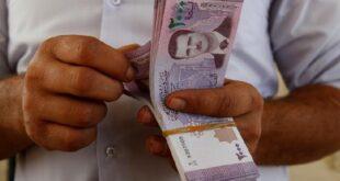 """وزير المالية: سعر الصرف """"وهمي"""" وتلميح الى زيادة الرواتب بعد رمضان"""
