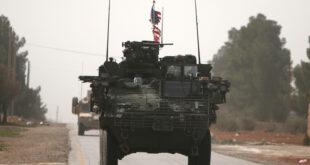 """القوات الأمريكية تنقل عشرات المسلحين من سجون """"قسد"""" إلى حقل العمر النفطي"""