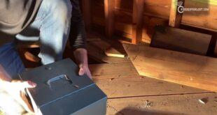 صائد كنوز يساعد زوجين في العثور على ثروة أخفاها الجد في المنزل (فيديو)