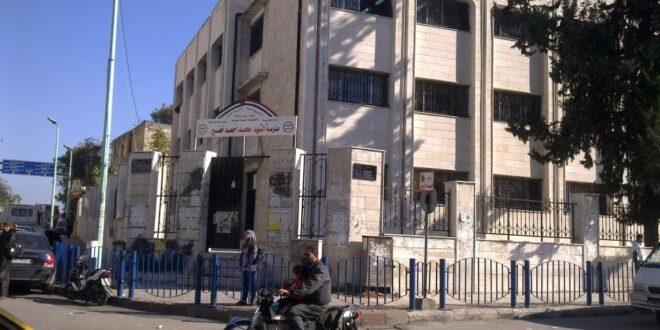 العسكريون الروس يقدمون 16 مولدا للكهرباء إلى مدارس اللاذقية بسوريا