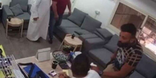 كويتي يهاجم لبنانيا بساطور بعد خلاف على إصلاح سيارة.. شاهد!