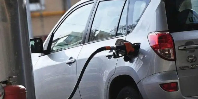 ما أسباب انبعاث رائحة البنزين في السيارة؟