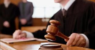 حكم مدهش.. قاضي يغرم نفسه على المنصة لسبب غريب