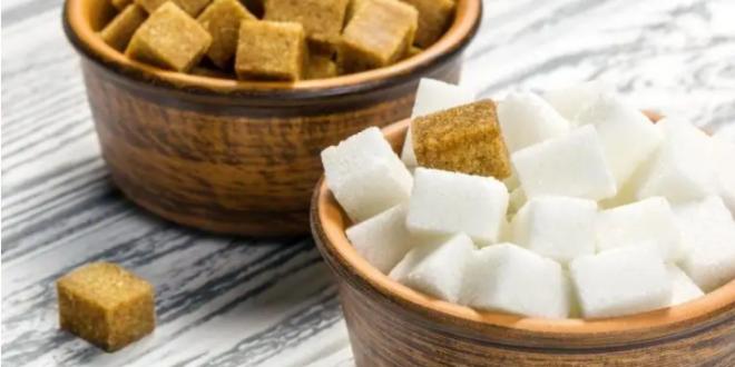هل السكر البني مفيد أكثر من السكر الأبيض؟