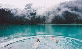 ماذا يحدث للجسم عند الاستحمام أو السباحة في الماء البارد؟