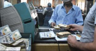 تسليم حوالات التجار والصناعيين بالدولار وللمواطنين بـ2825 ليرة مقابل الدولار