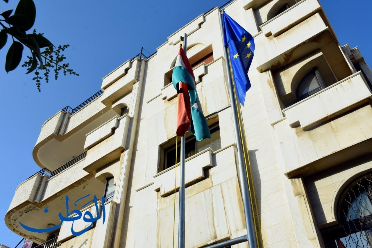 العلم المجري يرفرف فوق سفارة صربيا بدمشق