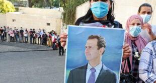 أهالي إحدى المناطق اللبنانية يقومون بترحيل من انتخب الرئيس الأسد