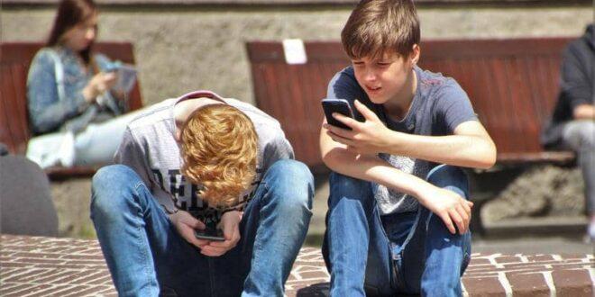 """فيسبوك """"يتجاوز الحدود"""".. إعلانات سجائر وكحول وقمار للأطفال"""