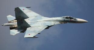 """مقاتلة """"سو-27"""" تعاقب بحارة أمريكيين حاولوا إهانتها"""
