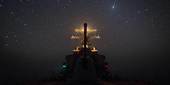 الأسطول الأمريكي الخامس يصادر شحنة أسلحة مجهولة ببحر العرب