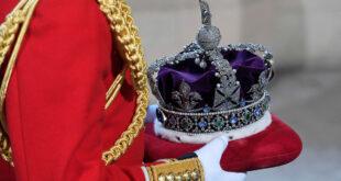 """مخاوف من انهيار العرش و""""سقوط التاج الملكي"""" البريطاني بسبب 6 غربان... فيديو"""
