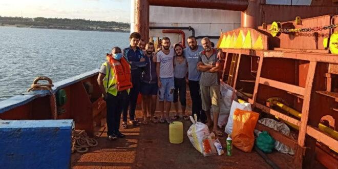 17 بحار سوري عالقون على سفينة قبالة كينيا