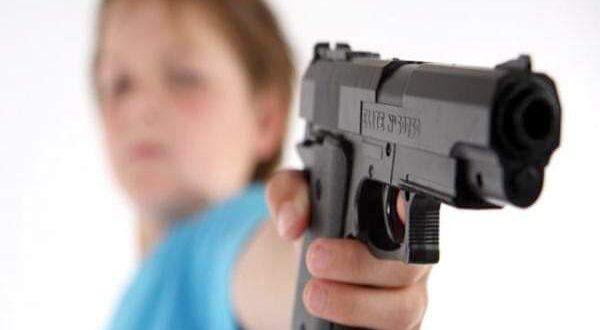 طالبة ابتدائي تطلق النار على زملائها