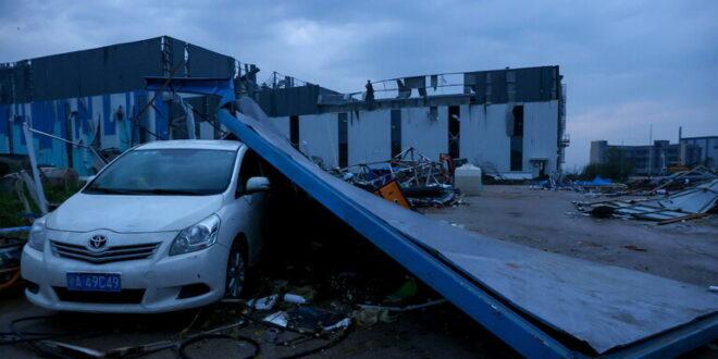إعصاران مدمران يضربان الصين ويخلفان عشرات