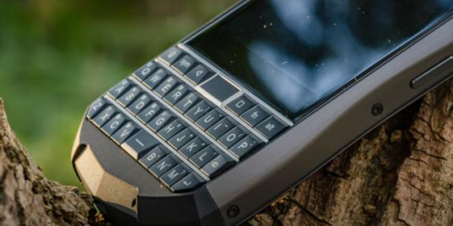 هاتف أندرويد مصفّح يعيد للأذهان صورة BlackBerry!