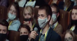شاب روسي يوجه طلبا للرئيس بوتين.. براً بوالدته!