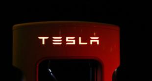 """سيارة """"تسلا رودستر"""" الجديدة ستنتقل من 0 إلى 60 ميل/الساعة في 1.1 ثانية!"""