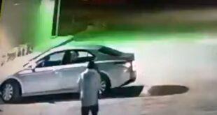 السعودية.. لص يسرق سيارة بداخلها امرأة (فيديو)