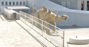 بعد أيام من اختفائه.. العثور على جثة رجل داخل تمثال ديناصور في إسبانيا