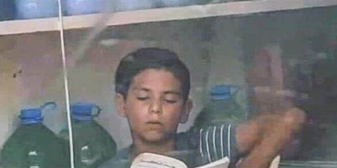 صورة طفل سوري في لبنان تهزّ الانترنت.. هذا ما يفعله داخل متجر صغير