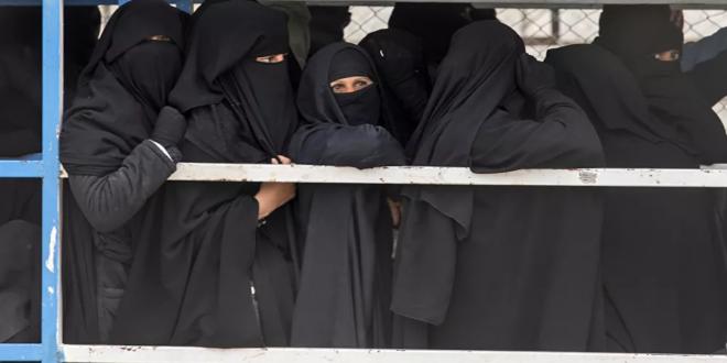 أوزبكستان تستعيد 93 امرأة وطفلا من مخيم الهول في سوريا
