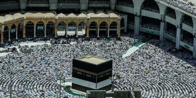 السعودية توثق الحجر الأسود بوضوح