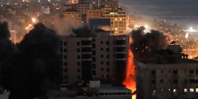 اسرائيل تدمر برج الجوهرة أحد ابرز معالم غزة بـ 4 صواريخ.. شاهد!
