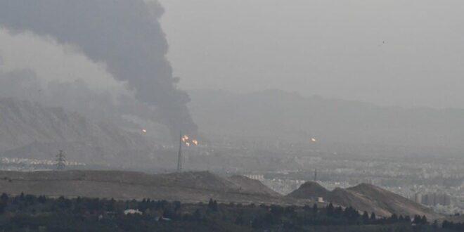 بعد غرق أكبر سفنها صباحاً.. النيران تشتعل في 18 خزانا للنفط في مصفاة طهران