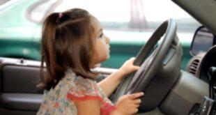 طفلتان بعمر 4 و9 سنوات تسرقان وتقودان سيارة والدهما