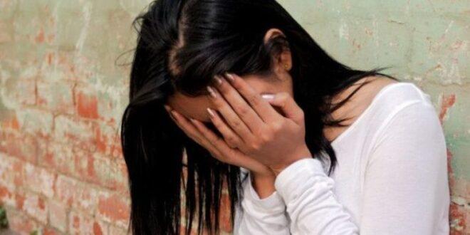 فتاة سورية تسرق والدها بالاشتراك مع صديقها!