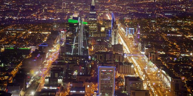 لحظة اقتحام منزل والاستيلاء على 8 ملايين ريال في الرياض... فيديو