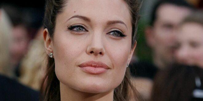 أنجلينا جولي دخلت في علاقة غير مشروعة