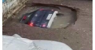 شاهد لحظة اختفاء سيارة من الوجود بسبب المطر... فيديو