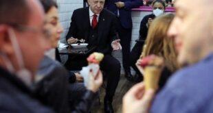 بالفيديو: أردوغان يوقف موكبه في مدينة إسطنبول ليتناول 'البوظة'
