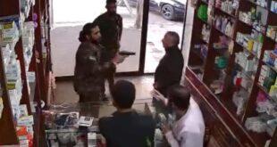 عنصر من ميليشيا الجيش الوطني يهجم بالسلاح على أحد الصيادلة في ريف حلب.. شاهد!