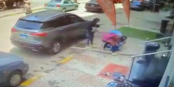 حادثة مؤلمة.. لوح خشبي سقط على الطالبة داليا