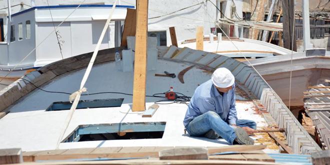 صناع السفن الفينيقية التي مخرت بحار العالم القديم