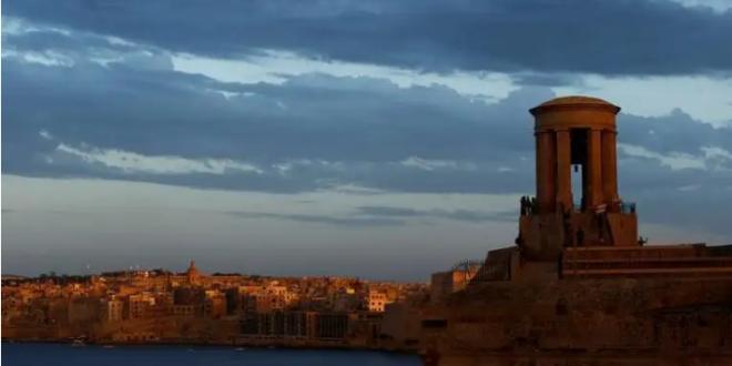 جزيرة أوروبية تستقبل السياح