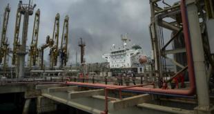 النفط يرتفع مع انحسار خطر استئناف إمدادات إيران